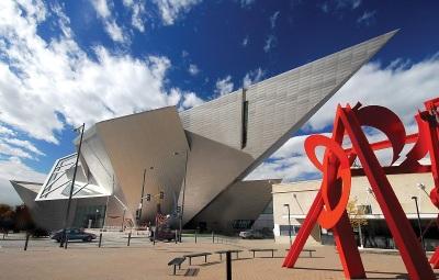 Architektonischer Akzent im Stadtbild: das Denver Art Museum (c) Steve Crecelius/Visit Denver