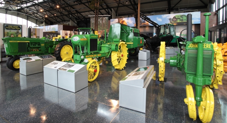 JD-Pavilion-new-tractor-lineup_s
